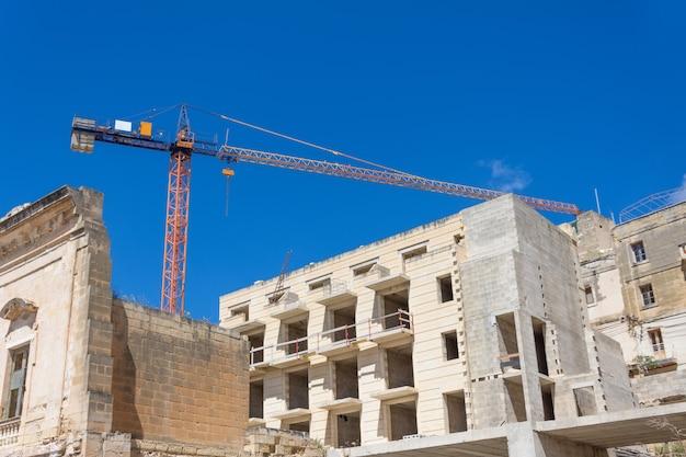 Construção residencial de médio oriente, vista industrial do guindaste.
