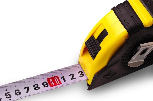 Construindo uma fita métrica compacta em superfície branca
