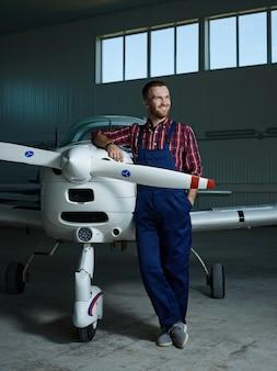Construtor de avião a jato