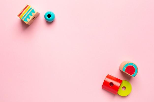 Construtor de madeira colorido para crianças.
