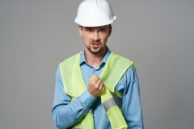 Construtor de projetos masculinos com fundo isolado