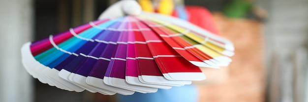 Construtor oferece cores modernas da paleta para reparo