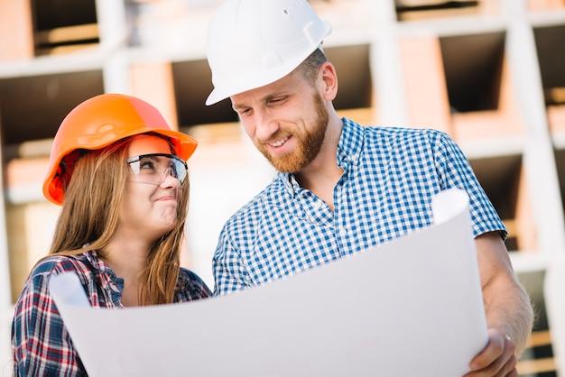 Construtores alegres com plano