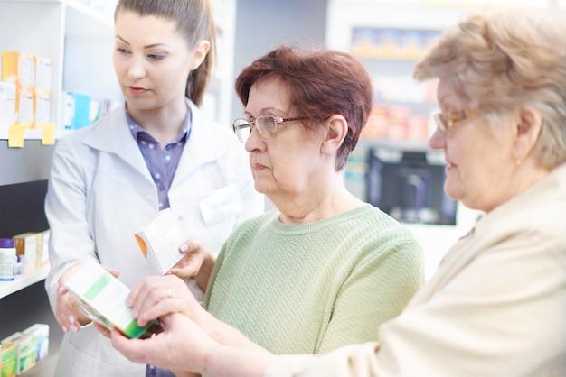 Consulta com farmacêutico profissional