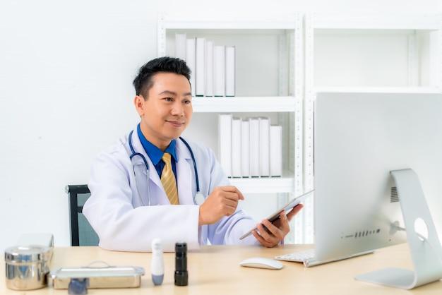 Consulta médica remota por chat on-line com médicos
