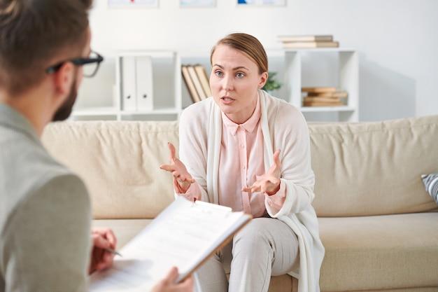 Consultando psicoterapeuta