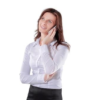 Consultora falando ao celular