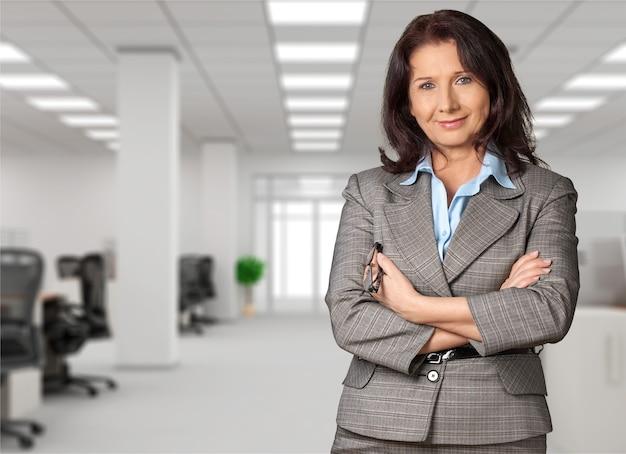 Consultora financeira feminina em segundo plano