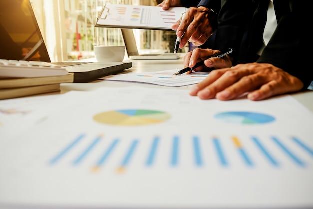 Consultoria analista equipe tabela empresária feminina