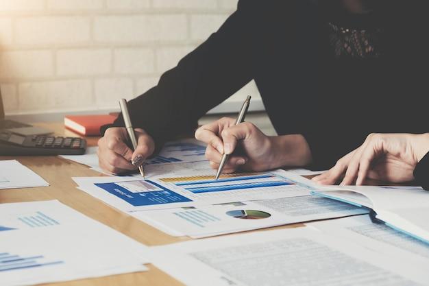 Consultoria empresarial ou plano orçamentário de finanças