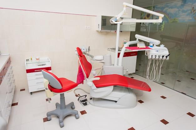Consultório odontológico com design de interiores moderno