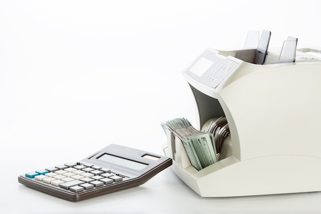 Contador de dinheiro isolado