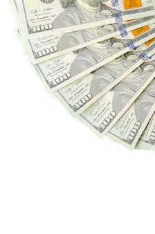 Contas em dólar. dinheiro americano isolado no branco com espaço de cópia