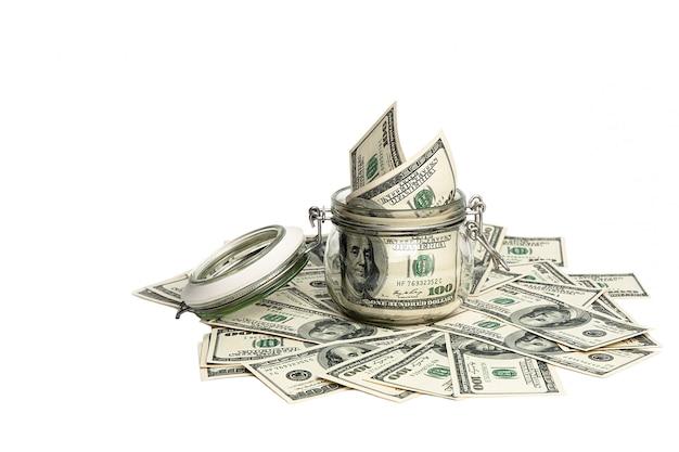 Contas isoladas de cem dólares americanos.