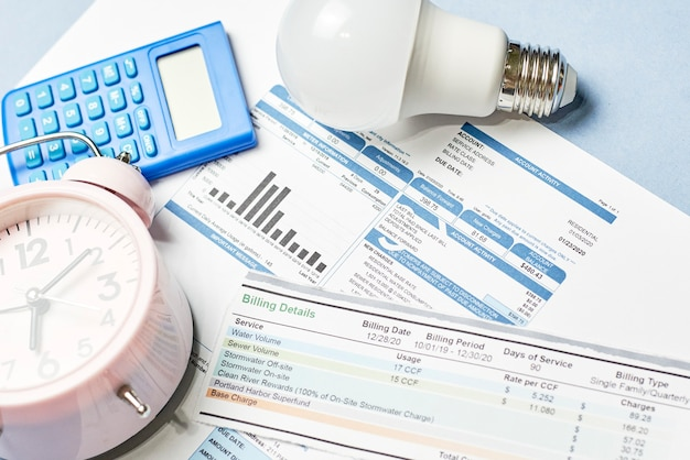 Contas mensais de serviços públicos. custo dos serviços públicos. planejamento de custos de serviços públicos no orçamento mensal