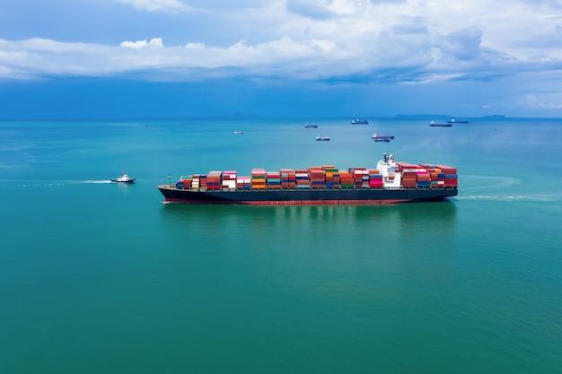 Contêineres de carga de logística de negócios da indústria navio à beira-mar