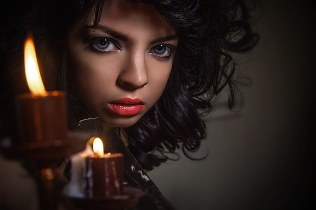 Conto de mágica de halloween, menina mística chama espíritos