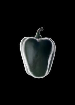Contorno de pimentão verde sobre preto