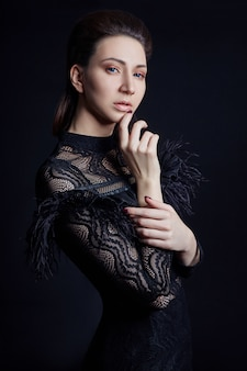 Contraste moda mulher retrato preto vestido
