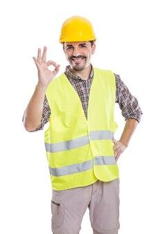 Contratante masculino de conteúdo mostrando gesto de ok