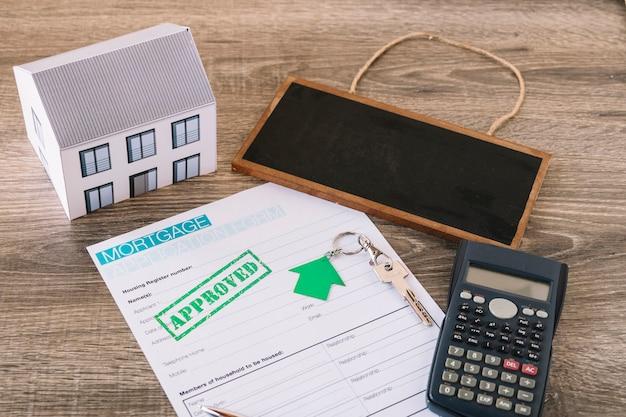 Contrato composto para hipoteca na mesa do agente