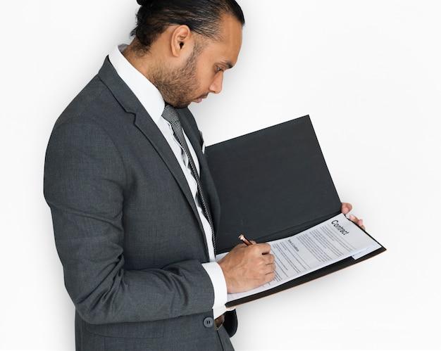 Contrato de assinatura de homem asiático indiano