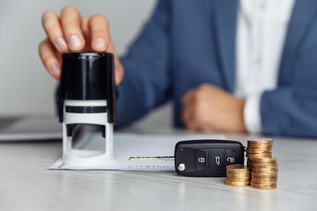 Contrato de estamparia de vendedor de carros