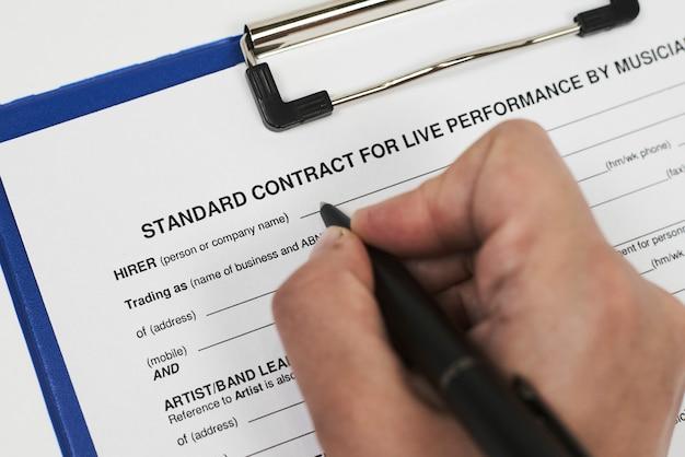 Contrato padrão para apresentação ao vivo de músicos