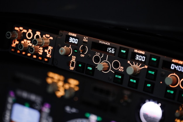 Controlador de piloto automático. exibir sistema de navegação de aeronaves boeing.