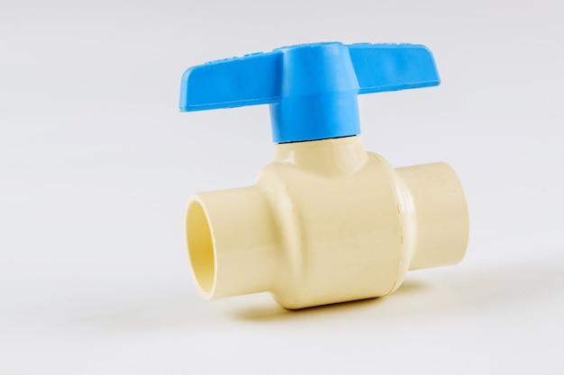 Controlador do sistema de abastecimento de água da válvula de esfera do hidrante isolado no fundo branco