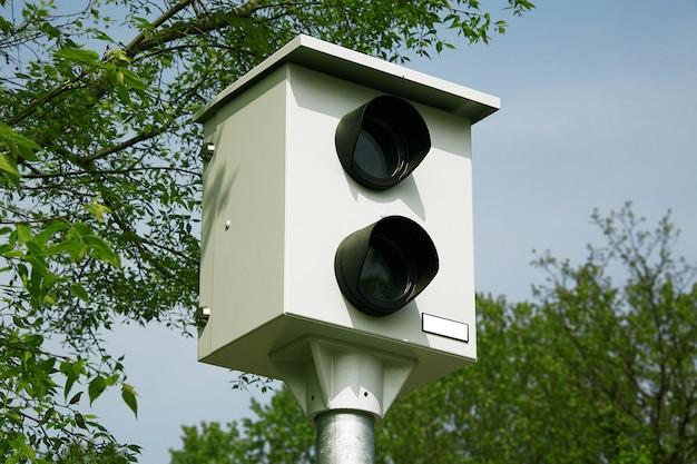 Controle de câmera de velocidade na estrada