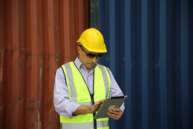 Controle de carga para contramestre caixa de contêineres do navio de carga para importação e exportação.