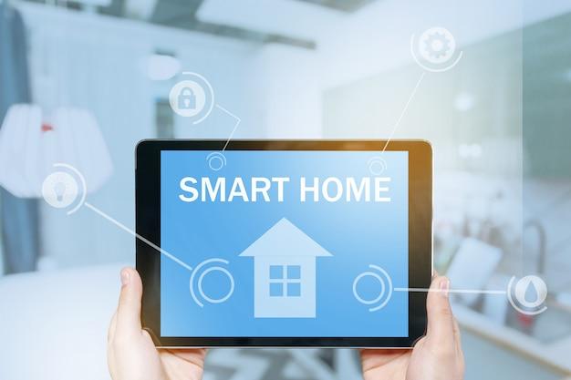 Controle de casa inteligente no tablet.