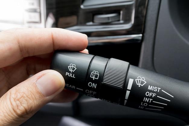 Controle de limpadores de carro abrir e fechar.