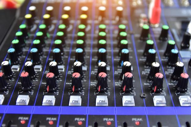 Controle do sistema de som para entretenimento musical, controle do equalizador