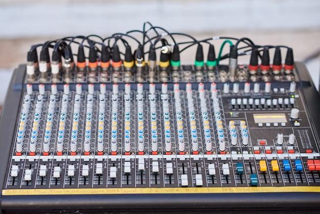 Controle profissional do produtor de som