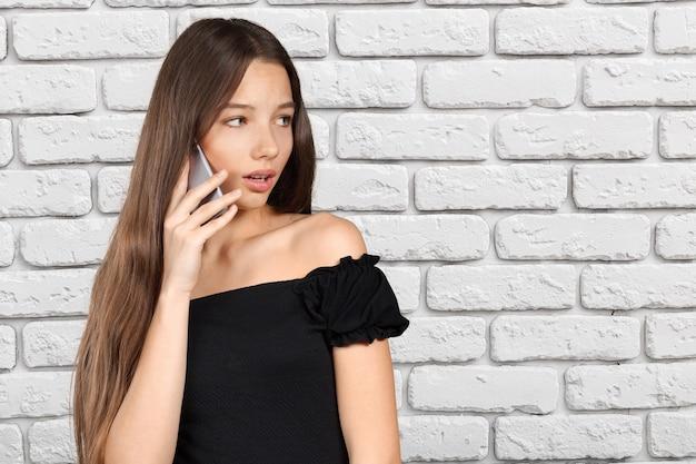 Conversa de mulher no telefone