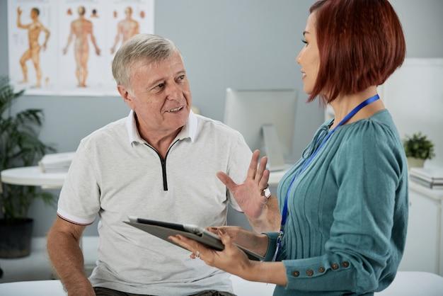 Conversando com o agente de seguros