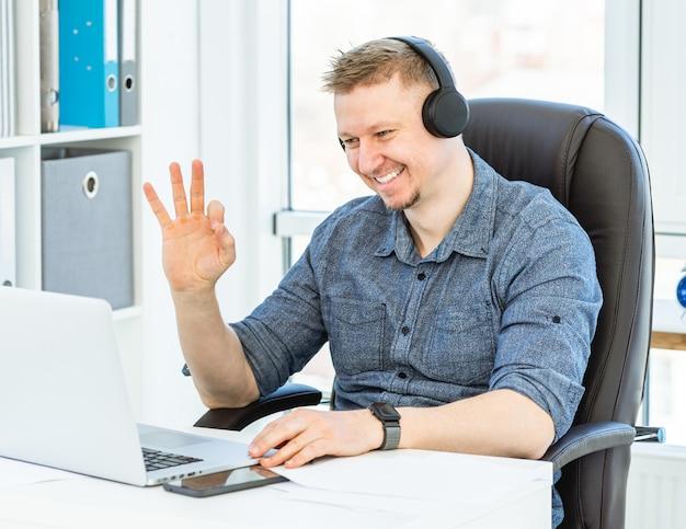 Conversando por videoconferência