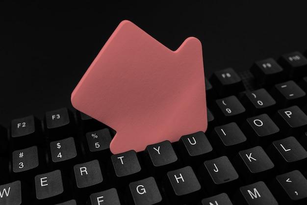 Conversão de dados digitais de notas escritas, digitação de arquivos de codificação importantes, conectividade global, aprendizado de coisas novas, atividades de navegação por bate-papo, coleta de informações