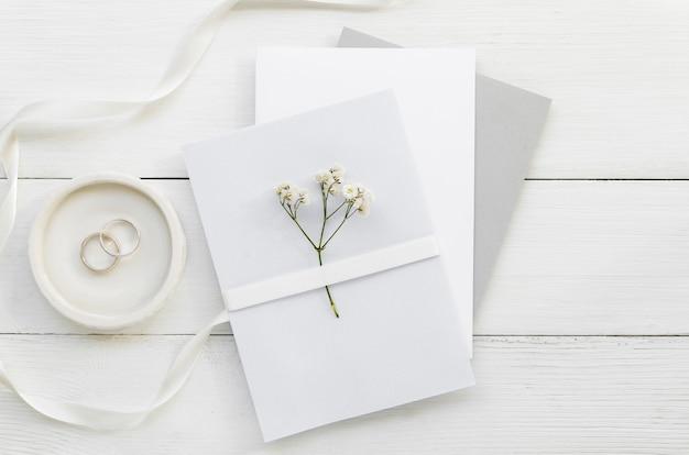 Convite de casamento com ornamentos