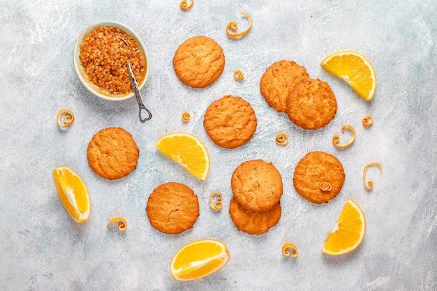 Cookies caseiros deliciosos de raspas de laranja.