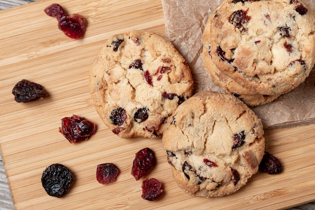 Cookies com chocolate e cranberries