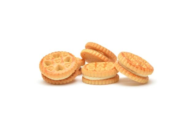 Cookies cremosos em um fundo branco