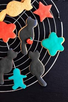 Cookies de açúcar extravagantes caseiros do conceito do alimento para o feriado do partido ou do dia das bruxas