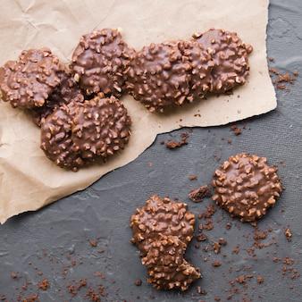 Cookies de chocolate em pergaminho