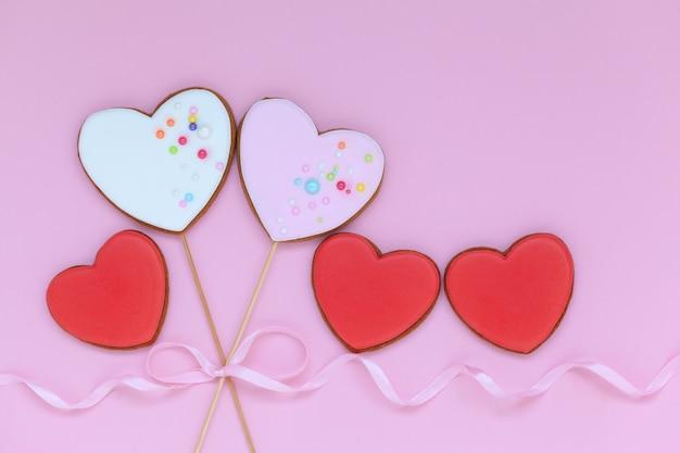 Cookies de coração dos namorados para o dia dos namorados ou dia das mães em rosa.