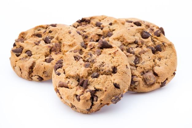 Cookies de nozes isoladas em branco