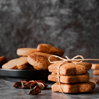 Cookies de vista frontal e anis estrelado