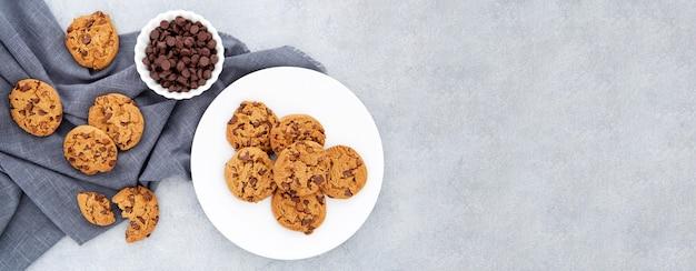 Cookies de vista superior em pano
